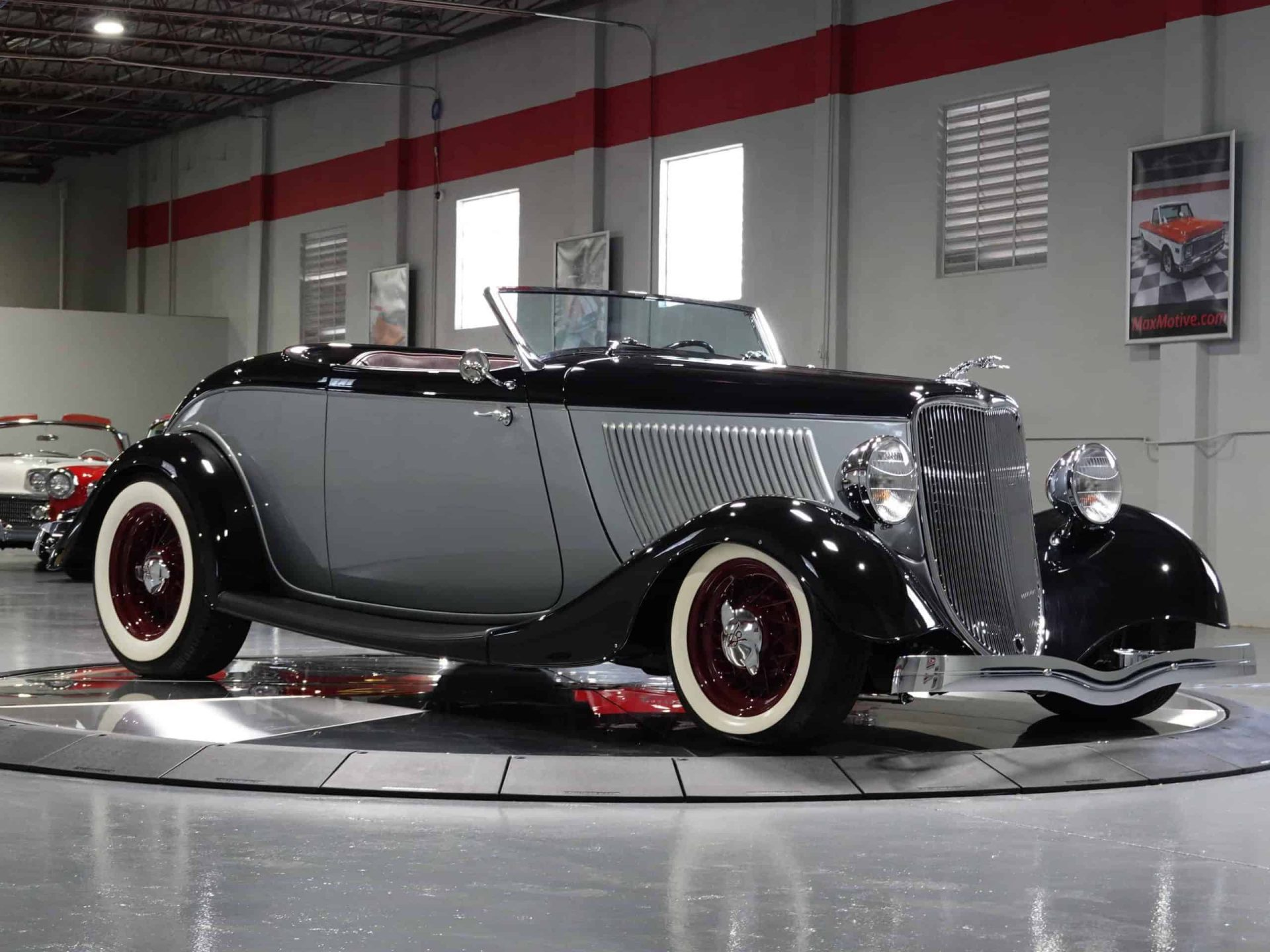 1933 Ford Custom Roadster - F0582